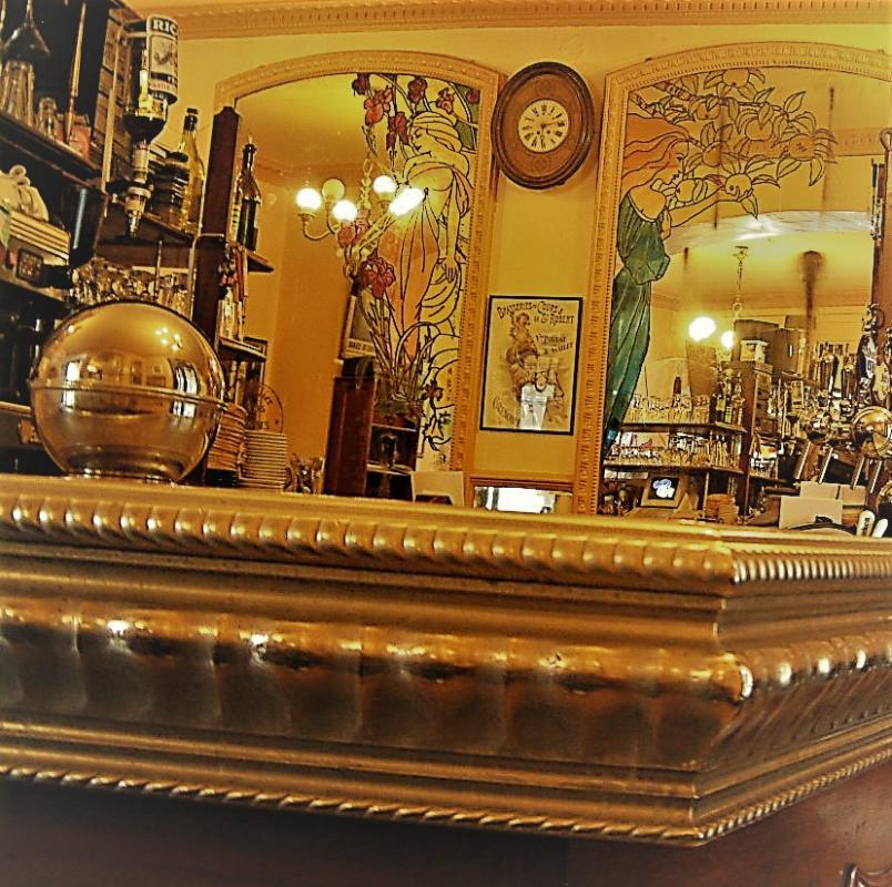 CAFE DE LA TABLE RONDE |  CHATEAUX EN FRANCE