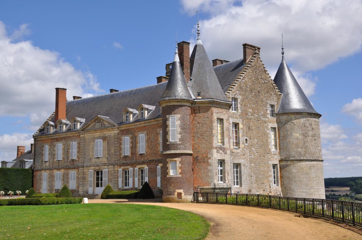 CHATEAU DE MONTMIRAIL - CHAMBRES D'HOTE |  CHATEAUX EN FRANCE
