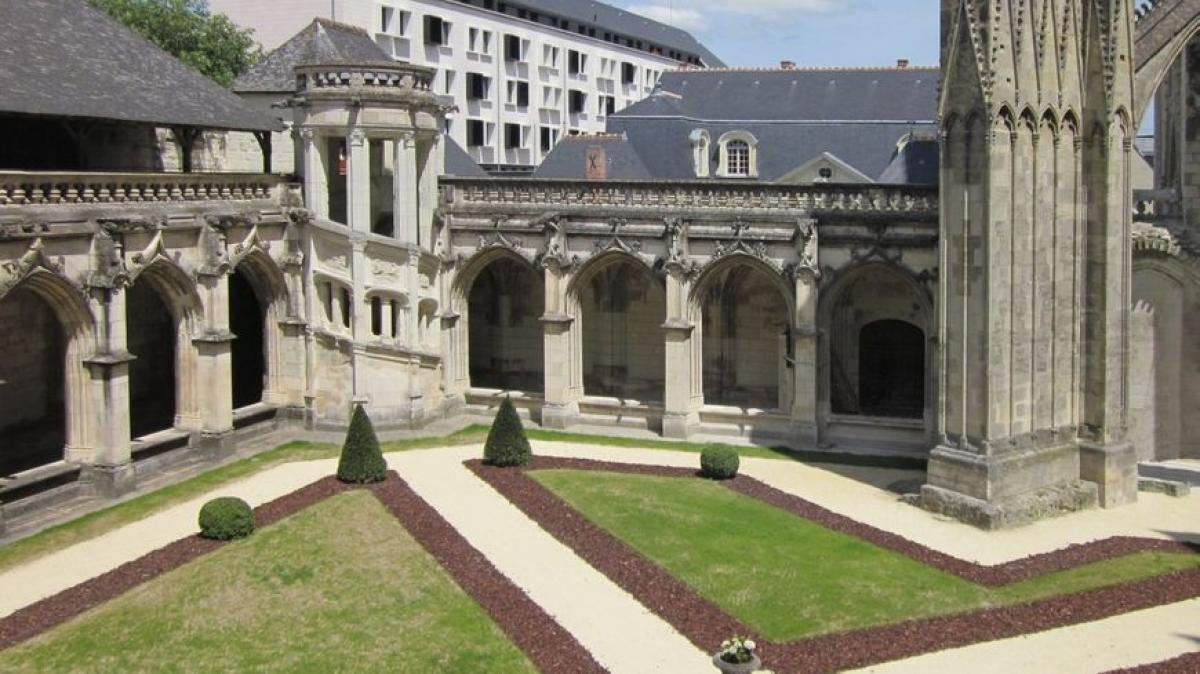 CLOITRE DE LA PSALETTE    CHATEAUX EN FRANCE
