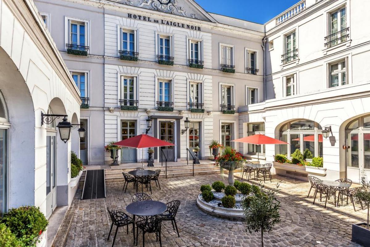 HOTEL L'AIGLE NOIR |  CHATEAUX EN FRANCE