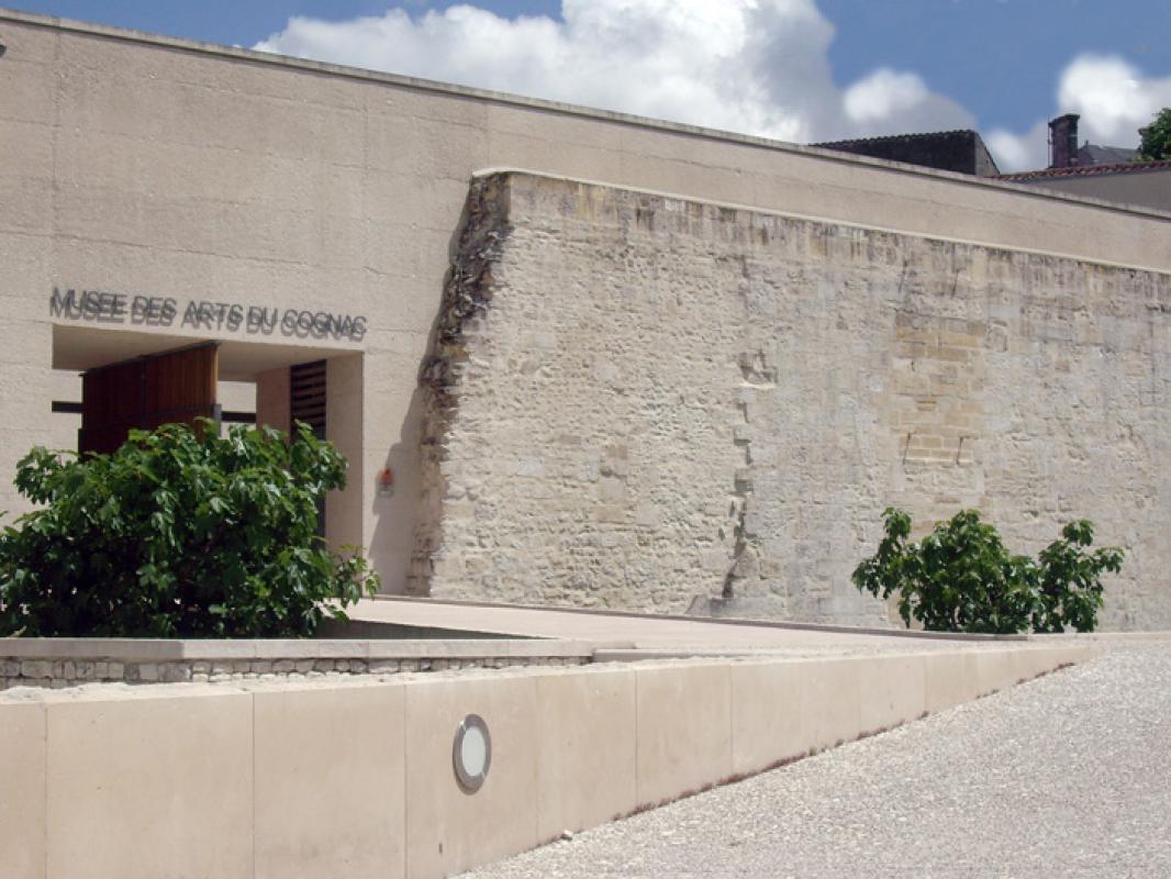 MUSEE DES ARTS DU COGNAC |  CHATEAUX EN FRANCE