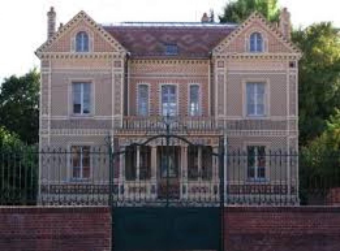 MUSEE DE LA CÉRAMIQUE ARCHITECTURALE ET INDUSTRIELLE |  CHATEAUX EN FRANCE