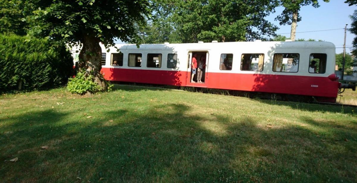 TRAIN TOURISTIQUE  CHEMIN DE FER DE CHARENTE LIMOUSINE |  CHATEAUX EN FRANCE