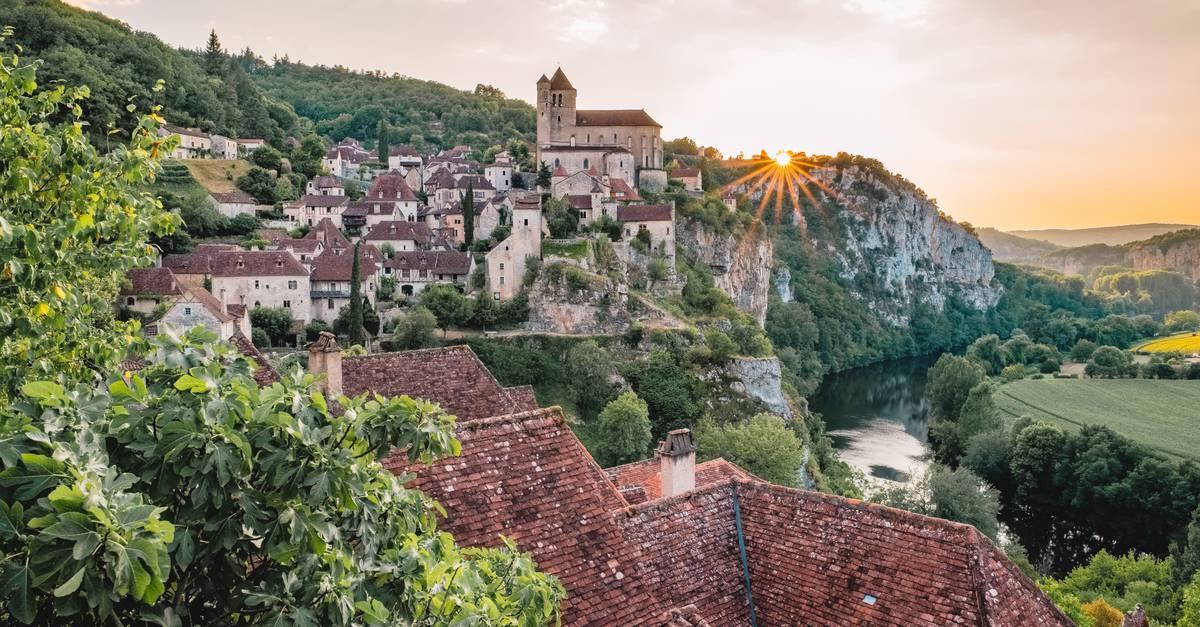 VILLAGE MEDIEVAL DE SAINT CIRQ LAPOPIE |  CHATEAUX EN FRANCE