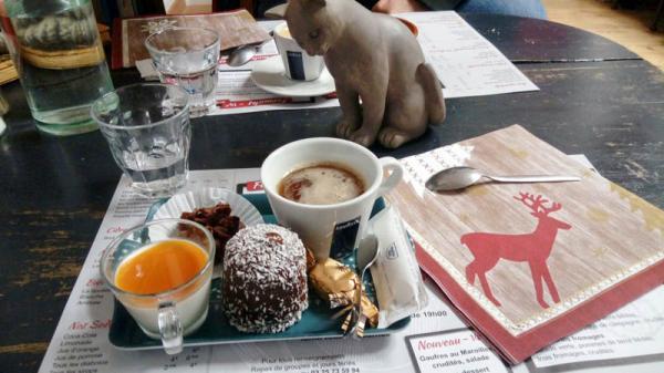 AUX TABLES DES PEINTRES    CHATEAUX EN FRANCE