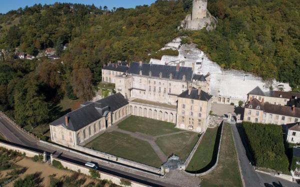 CHATEAU DE LA ROCHE GUYON    CHATEAUX EN FRANCE